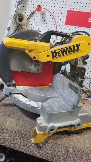Dewalt double bevel compound liter saw for Sale in Orlando, FL