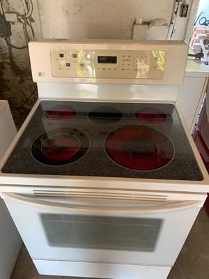 LG Glasst Top Electric Stove for Sale in Fort Pierce, FL