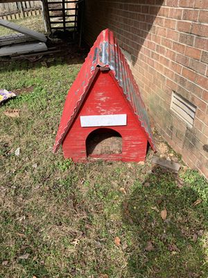 Free Red Metal Roofed Dog House for Sale in Nashville, TN