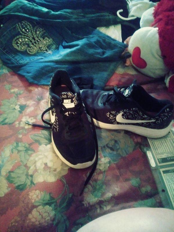 Nike Revolution 3 boys tennis shoes size 4