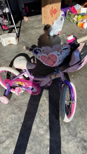 Girls princess bike with helmet and training wheels for Sale in Laurel, MD