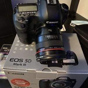 Canon 5D Mark iii w 24mm 1.4 & extras for Sale in Portland, OR