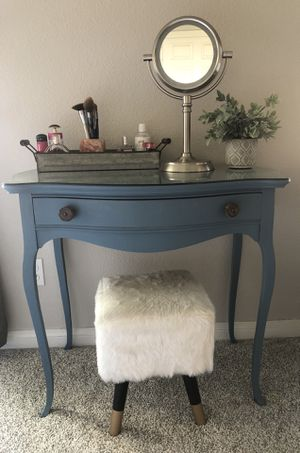 Antique vanity and stool set for Sale in Vista, CA
