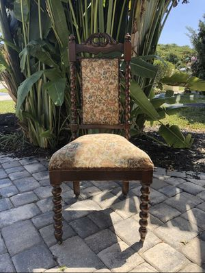 Antique chair for Sale in Oakland Park, FL