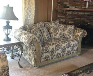 Excellent shape very clean love seat for Sale in Fresno, CA