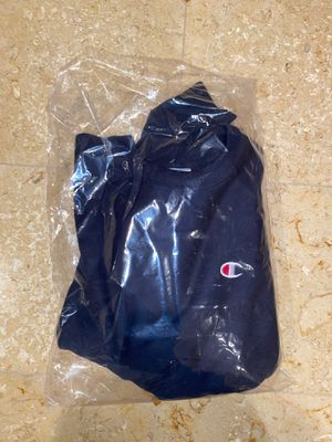 Champion reverse weave men's crewneck navy size medium for Sale in Pomona, CA