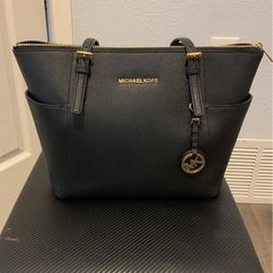 Michael Kors Purse for Sale in The Colony,  TX