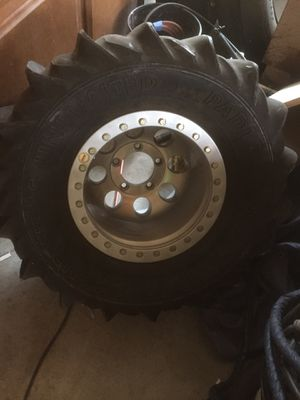 Sant rail Chevy bolt pattern Ok asking 1400.00 Or Trade for for 350 8 lug big all terrain tires let me no what u got ? Ok thax Reggie for Sale in Las Vegas, NV