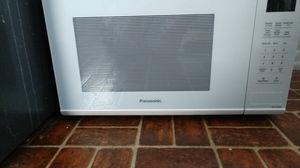 Panasonic 1100 watt Microwave for Sale in Clare, MI
