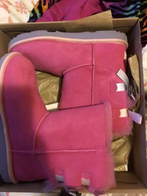 Ugg's size 6 y new for Sale in Severn, MD