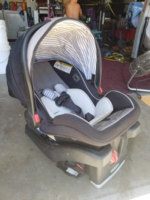 Baby car seat for Sale in Pomona, CA
