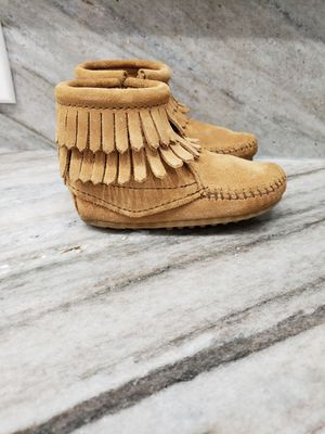 LIKE NEW MINNETONKA TODDLER GIRL BOOTS for Sale in Chicago, IL