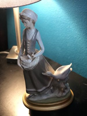 Lladro figurine - woman and ducks for Sale in Hialeah, FL