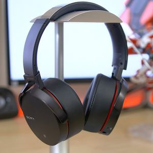 Sony Extra Bass Bluetooth Headphones for Sale in Miami, FL