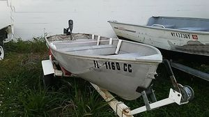 12 foot sea king aluminum boat with title and a 30# minkota trolling motor and marinr battery. Boat comes with a nice trailer. for Sale in Winter Haven, FL