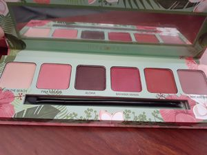 Eyeshadow pallet for Sale in Covina, CA