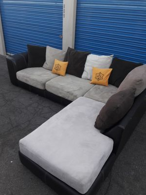 Comfortable sectional couch, including pillow, for Sale in Glendale, AZ