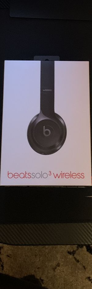 Beats by Dr. Dre Solo3 Wireless Over the Ear Headphones - Gloss Black (Barely Used) for Sale in Yorba Linda, CA