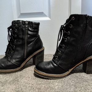 5 - Size 7.5 - Women's shoes boots heels wedges for Sale in Trenton, NJ