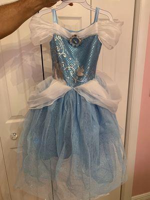 Disney store Cinderella Halloween costume 4T for Sale in Hialeah, FL