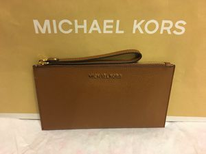 New Authentic Michael Kors Clutch Wristlet for Sale in Bellflower, CA