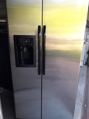 General electric refrigerator side by side stainless steel very good for Sale in Ocoee, FL