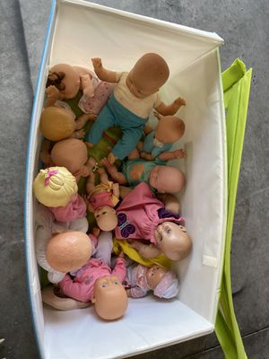 Box of baby dolls for Sale in Davenport, FL