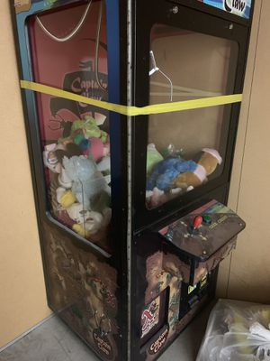Claw machine (captain claw) for Sale in Las Vegas, NV