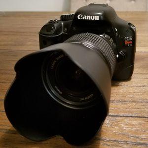 Canon T2i w/ 18-55mm Lens, Tulip Hood, UV Filter, Exta Battery, & Bag for Sale in Houston, TX