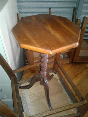 Small antique side table solid wood for Sale in Austin, TX