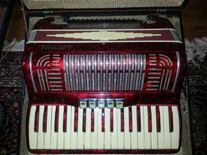 Artigiana 80 bass 5 registers Italian accordion for Sale in Olney, MD