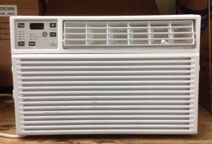 Window Air Conditioner 6,000 BTU Digital with Remote Control Aire Acondicionado de Ventana con Control Remoto for Sale in Miami, FL