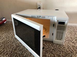 Hamilton Beach 1.3 cu ft Digital Microwave oven white for Sale in Herndon, VA