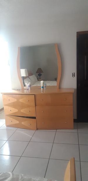 King size dress and 2 night drawers for Sale in Kissimmee, FL