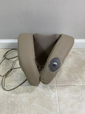 Brookstone i-need Shiatsu Neck & Shoulder Massager with Heat and Vibrator for Sale in Queens, NY
