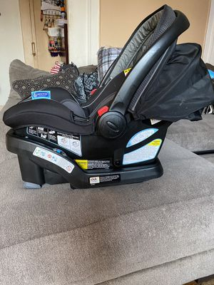 Infant car seat with base for Sale in Queens, NY