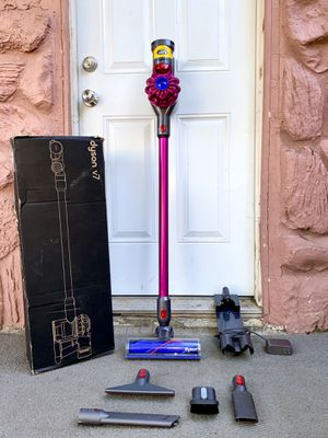 Dyson V7 Motorhead+ Handheld Stick Cordless Vacuum Cleaner w/ all attachments for Sale in El Cajon, CA