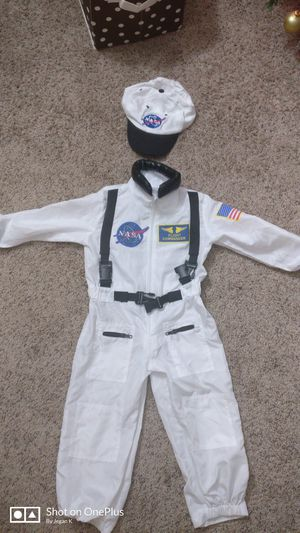 Astronaut Halloween costume 3t -4t for Sale in Minneapolis, MN