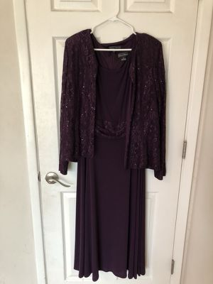 Burgundy Gown from Jessica Howard for Sale in Tempe, AZ