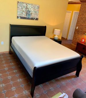 Queen bed in black with matress and box .brand new for Sale in Miami, FL