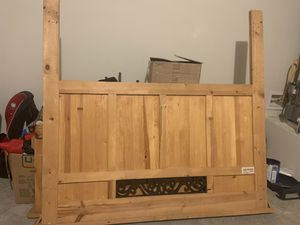Queen bed frame for Sale in Arlington, WA