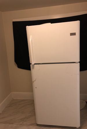 Frigidaire refrigerator for Sale in Aldie, VA