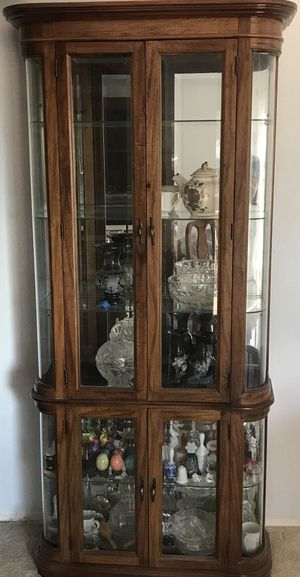 Elegant Curio Cabinet for Sale in Renton, WA