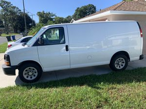 Chevy Express 2005 for Sale in Tampa, FL