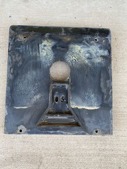5th / Fifth wheel adapter plate for Pull Right hitch. for Sale in Roosevelt,  AZ