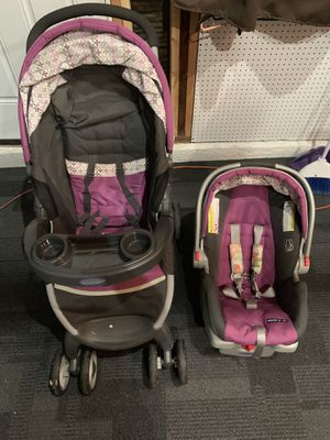 Graco car seat and stroller combo for Sale in Whittier, CA