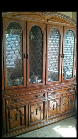 BEAUTIFUL ETHAN ALLEN CHINA CLOSET for Sale in San Diego, CA