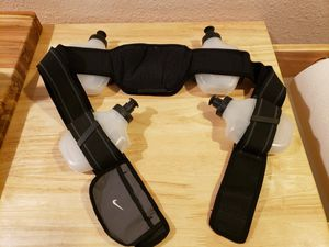 Nike Hydration Water Waist Belt 4 bottles for running jogging marathon for Sale in Daly City, CA