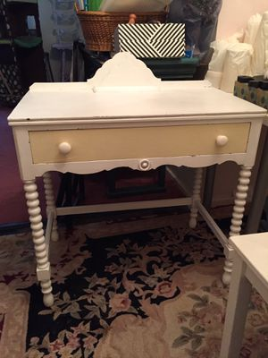 Shabby chic desk for Sale in Hartsdale, NY