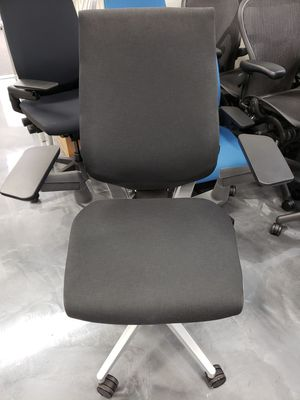 STEELCASE GESTURE CHAIR BLACK/WHITE FULLY ADJUSTABLE ARMS TILT TENSION TILT LOCK SEAT DEPTH & SEAT HEIGHT ADJUSTMENTS for Sale in Alhambra, CA
